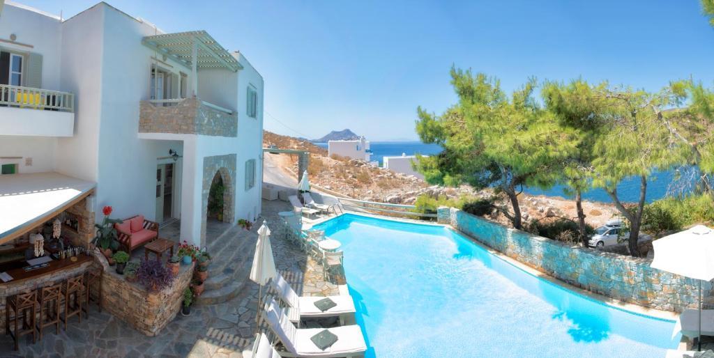 Вид на бассейн в Yperia Hotel или окрестностях