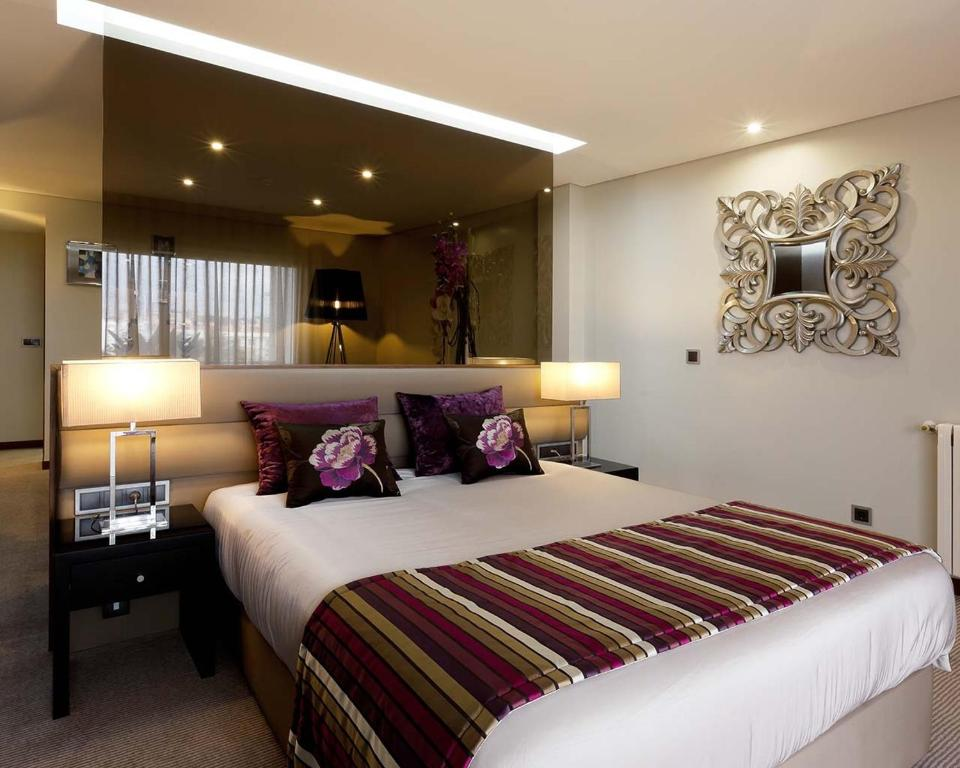 A bed or beds in a room at Cardal Hotel