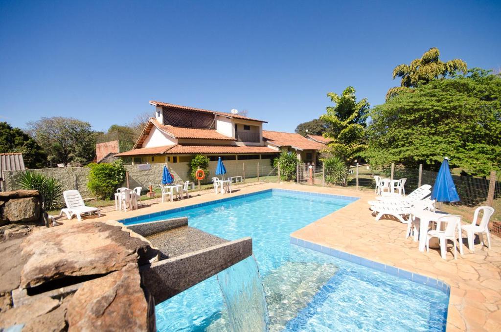 The swimming pool at or near Pousada Recanto dos Passaros