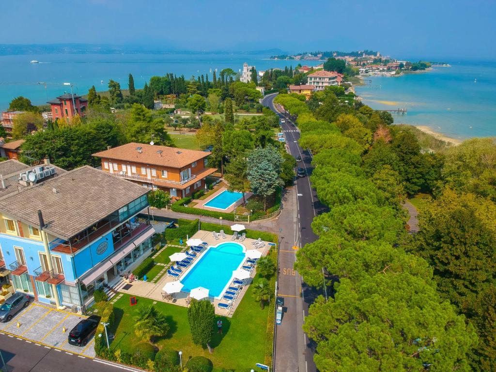 Een luchtfoto van Hotel Suisse