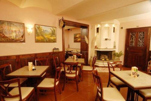 A restaurant or other place to eat at Villa Art