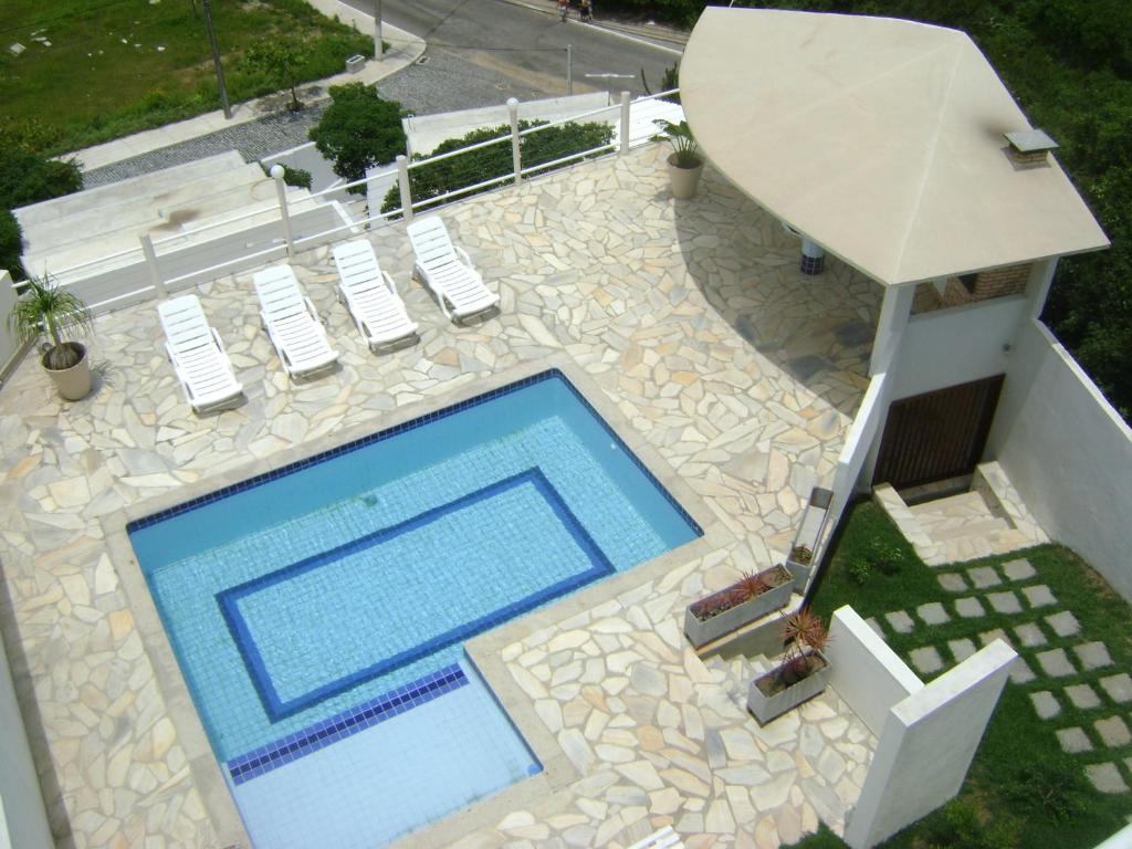A view of the pool at Pousada Passagem dos Papagaios or nearby