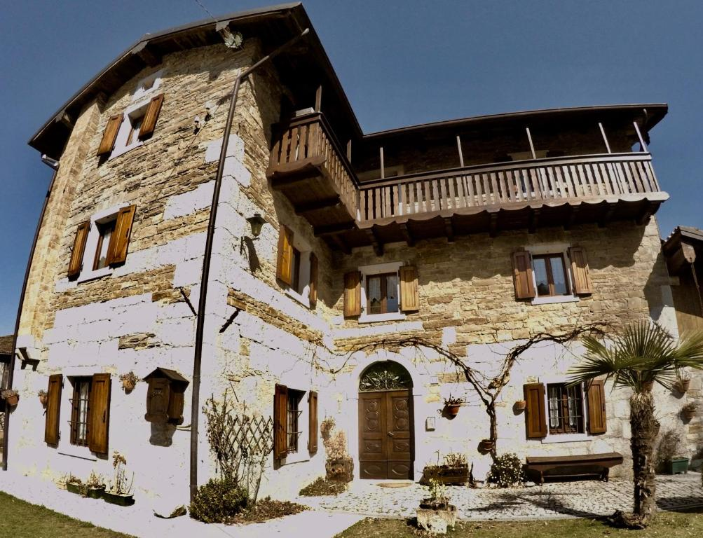4lander House Balins