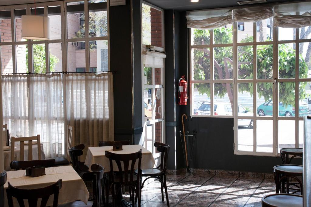 Un restaurante o sitio para comer en Hotel Los Bartolos