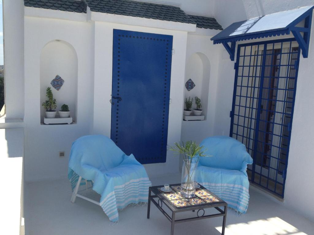 A seating area at Appartement - Vue sur Mer- Hammamet