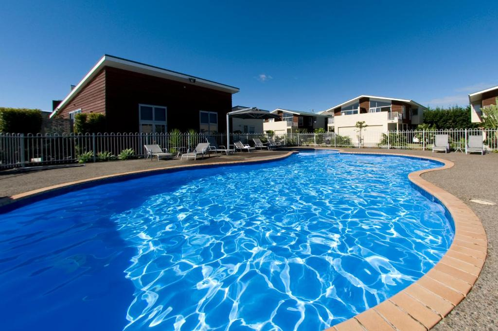 The swimming pool at or near Beachside Resort Motel Whitianga