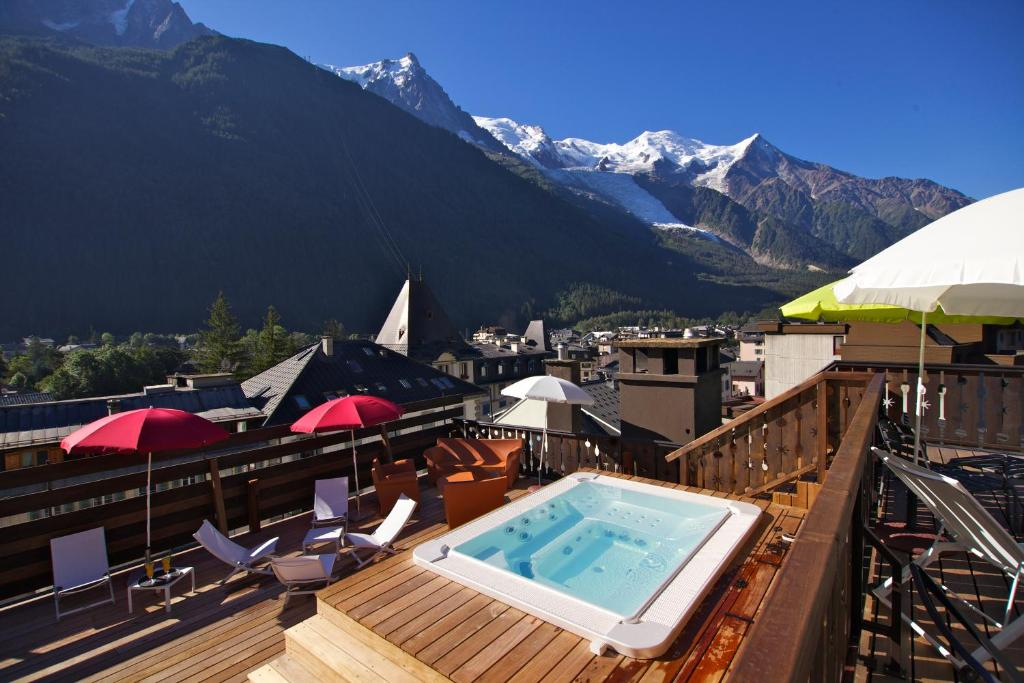 A view of the pool at Park Hotel Suisse & Spa or nearby
