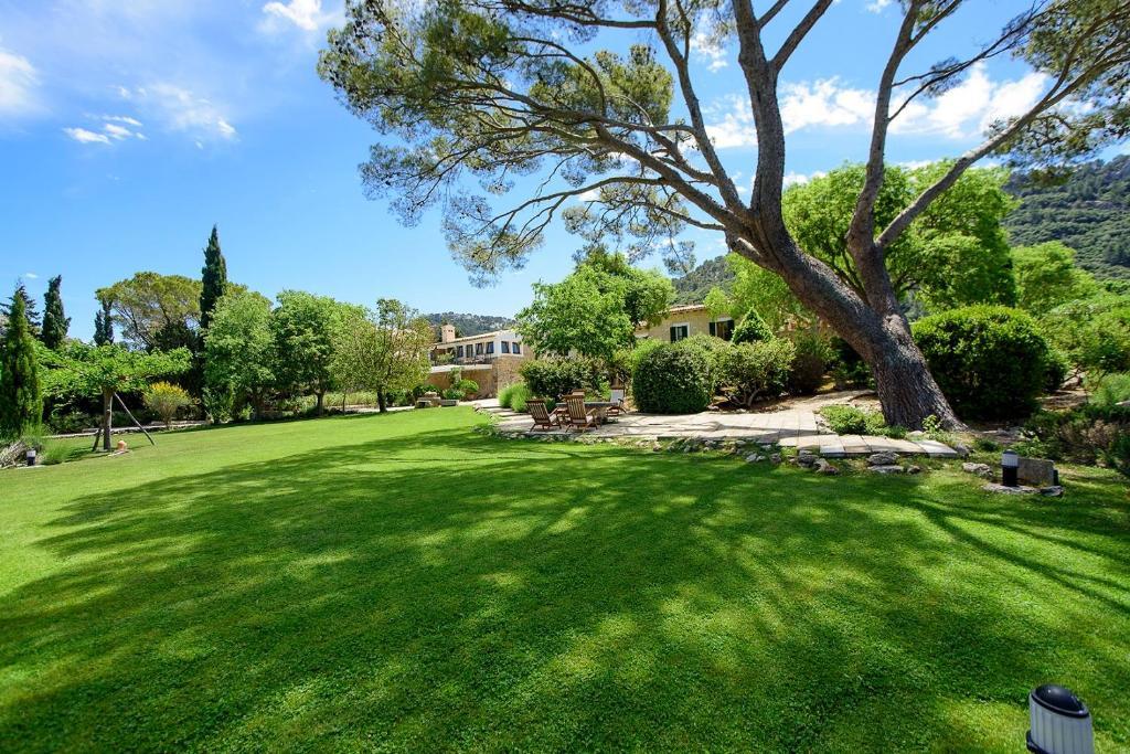 Een tuin van Finca Hotel Son Palou