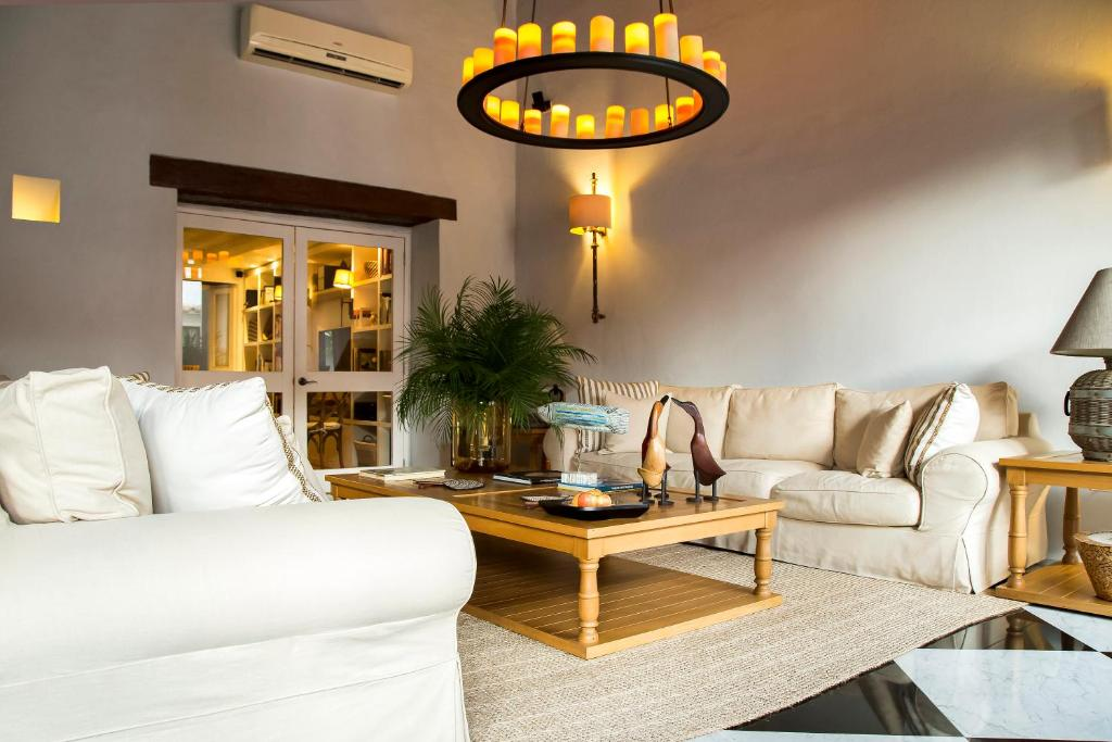 A seating area at Hotel Casa Don Sancho By Mustique
