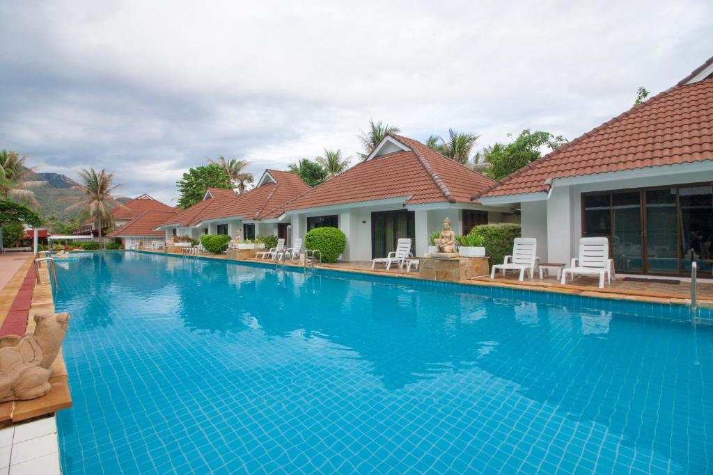 Het zwembad bij of vlak bij The Privacy Beach Resort & Spa