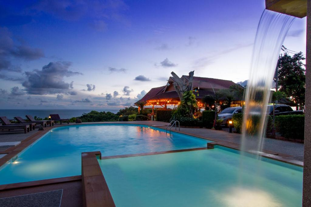 The swimming pool at or near Kantiang View Resort