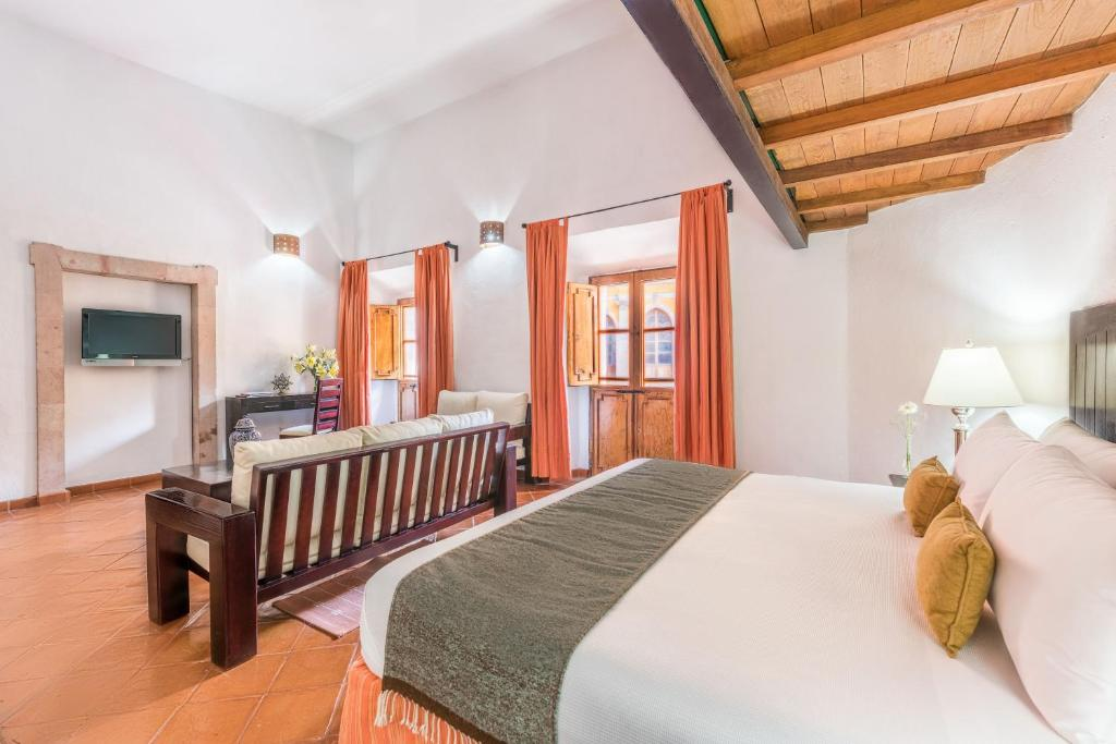 A bed or beds in a room at Hotel Casa Virreyes