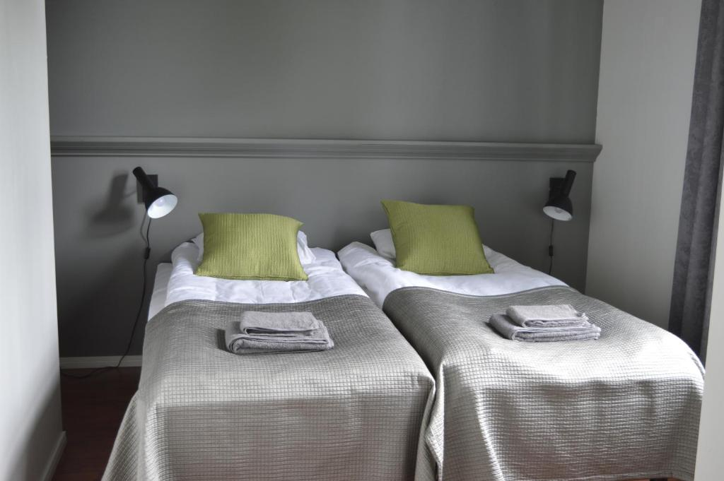A bed or beds in a room at Aikon Kartano