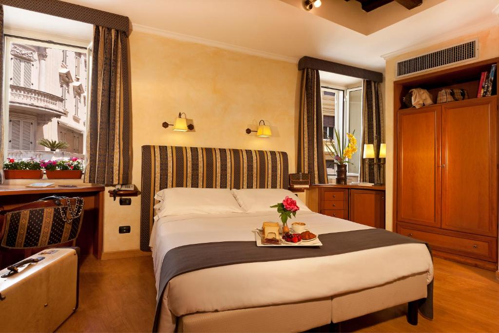 A bed or beds in a room at Hotel La Fenice