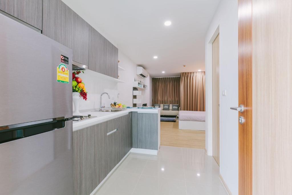 Кухня или мини-кухня в Ozone Condotel Kata Beach