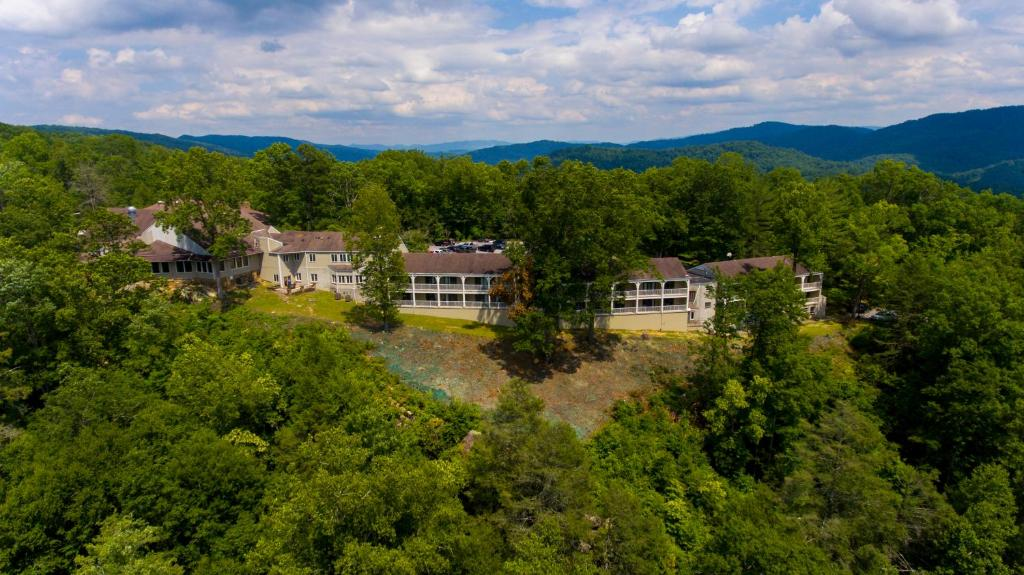 A bird's-eye view of Pine Mountain State Resort Park