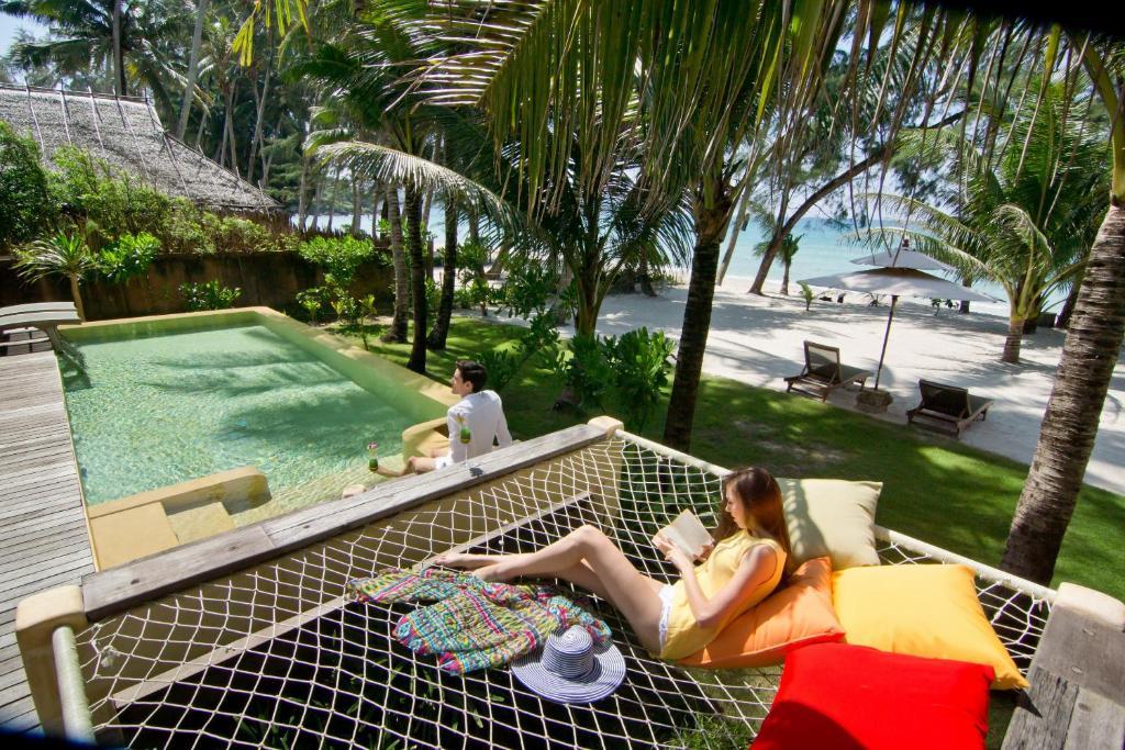 Гости High Season Pool Villa & Spa