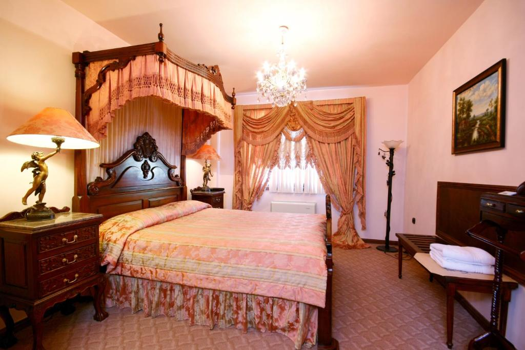 A bed or beds in a room at Dallas Residence Suites