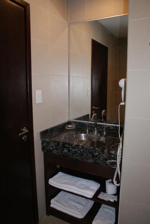 A bathroom at El Puente Aparts