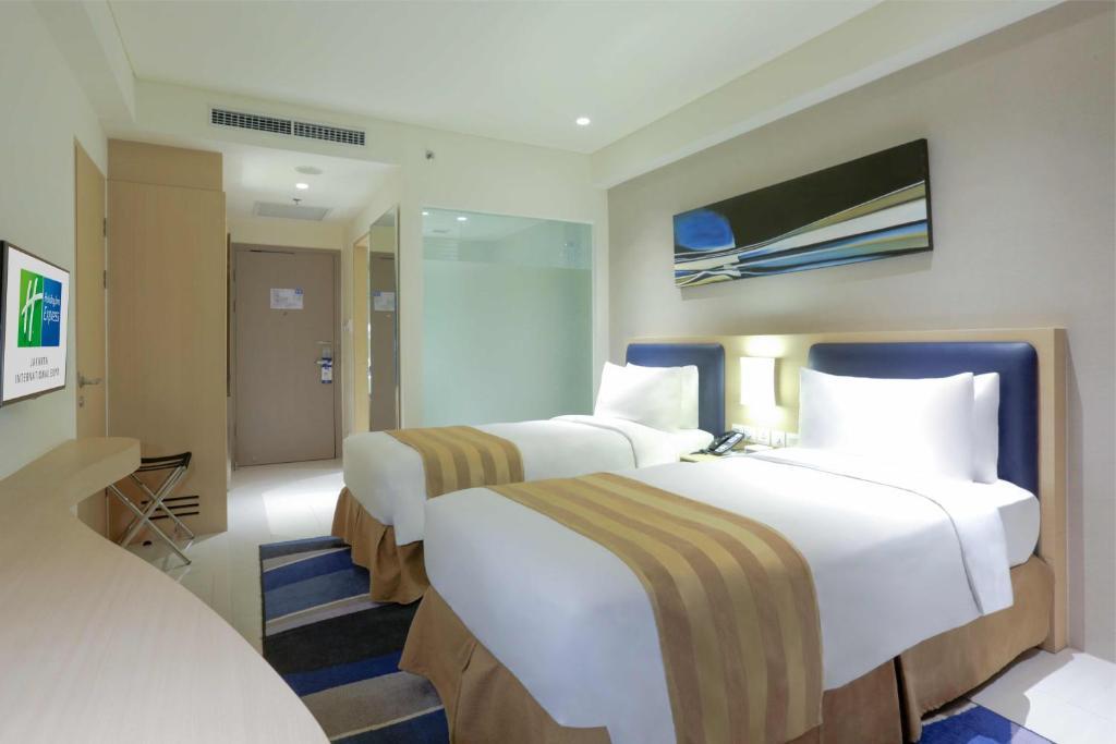 Holiday Inn Express Jakarta International Expo Jakarta Booking Com