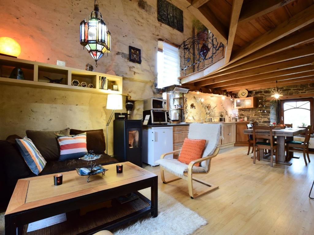 Gorgeous Holiday Home near Durbuy with Pond