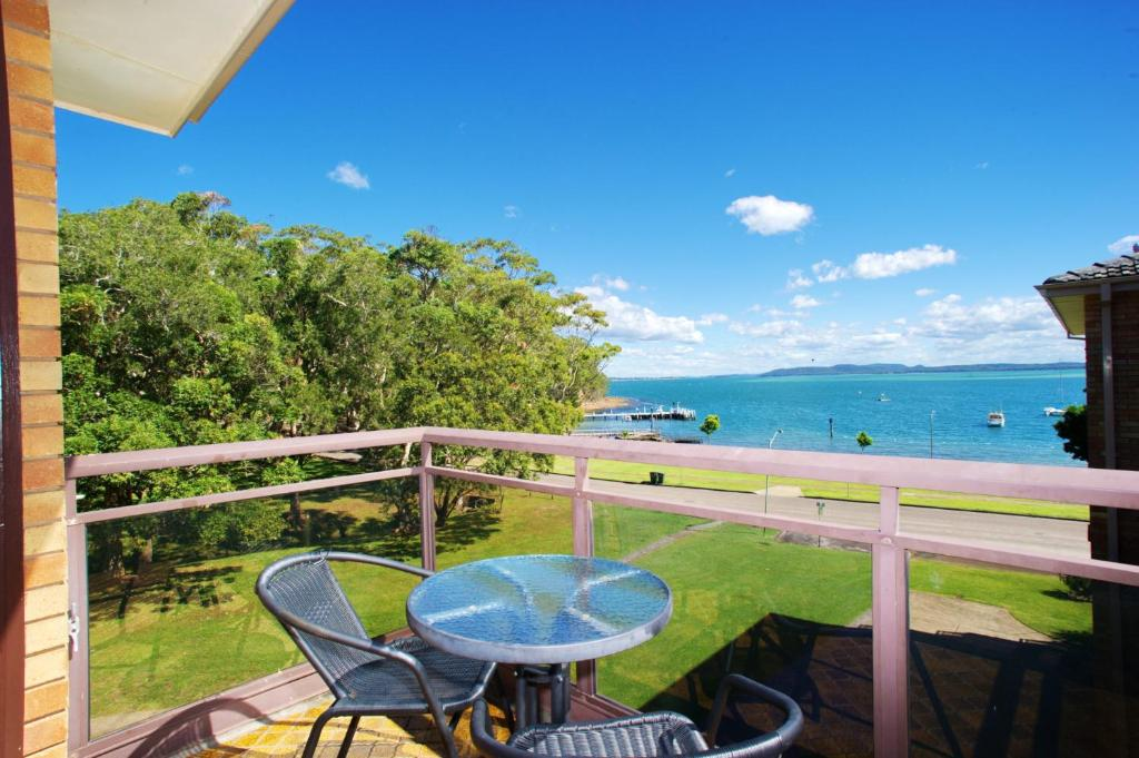 A balcony or terrace at Collendina Unit 15 - Little Beach