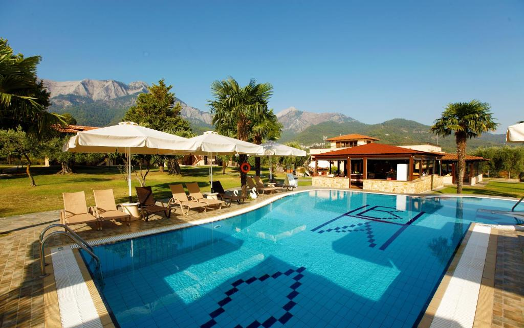 Πισίνα στο ή κοντά στο Ariadni Hotel Bungalows