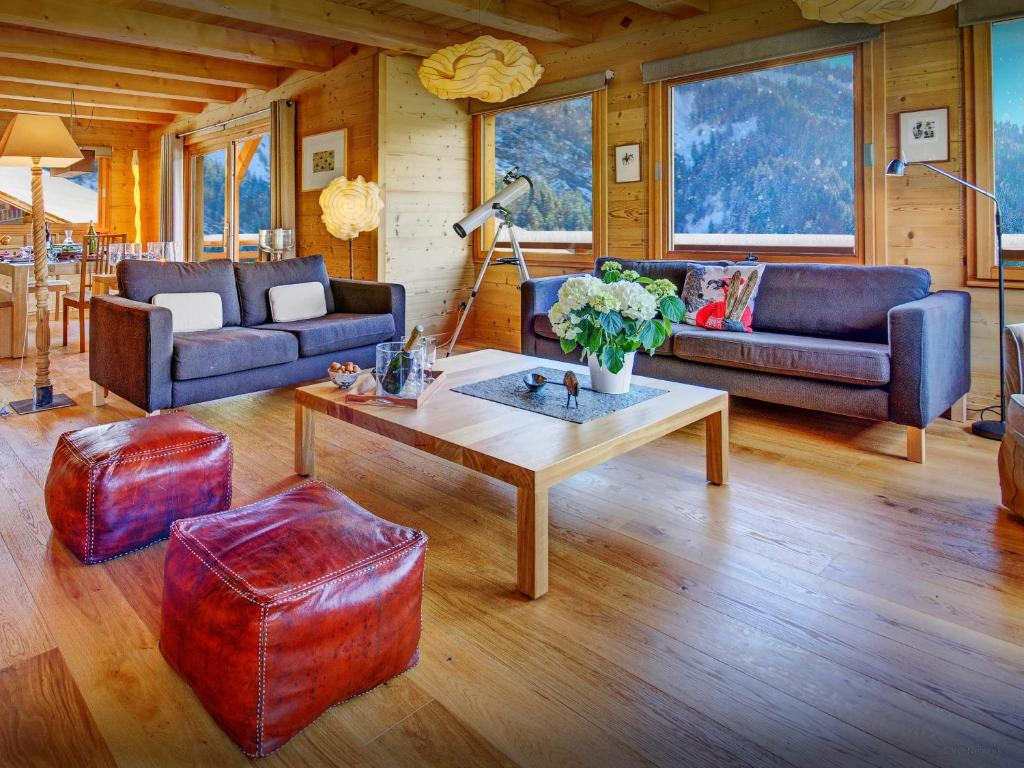 A seating area at Chalet Le Charmieux - OVO Network