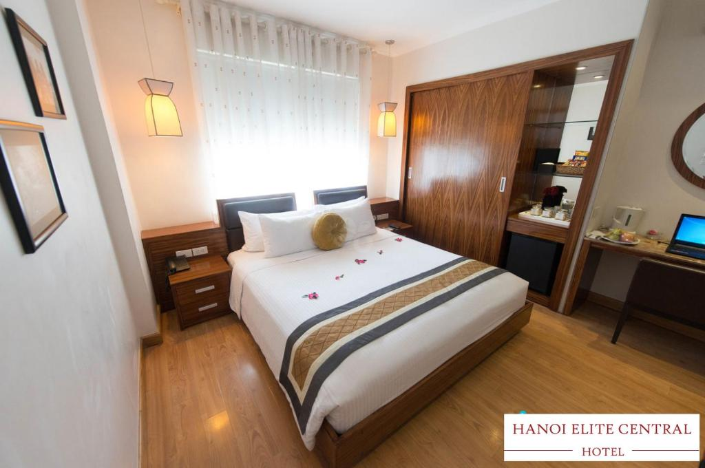 A bed or beds in a room at Hanoi Elite Hotel