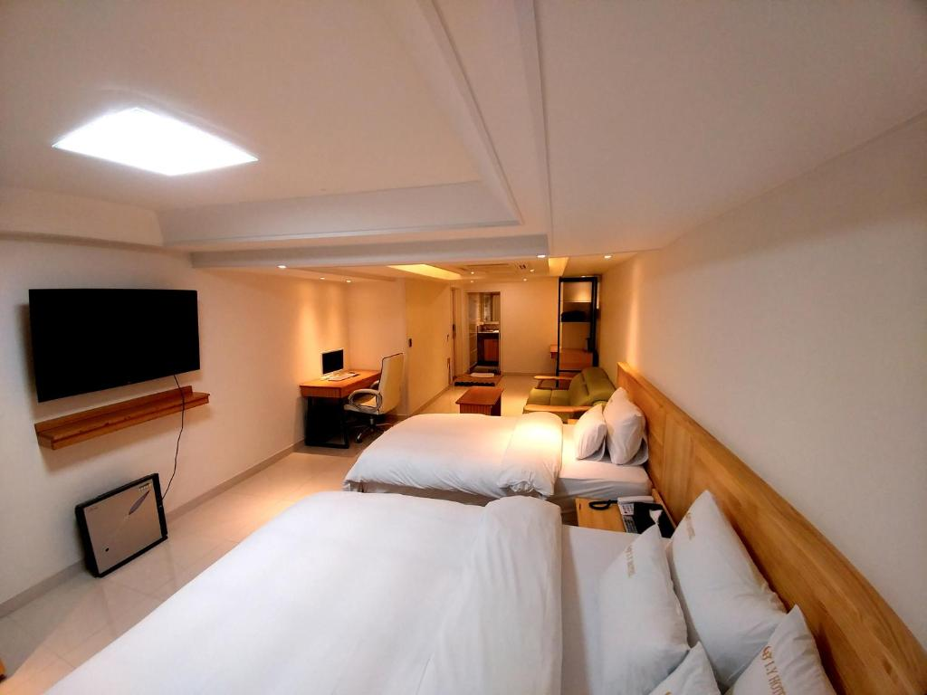 A bed or beds in a room at I.Y Hotel