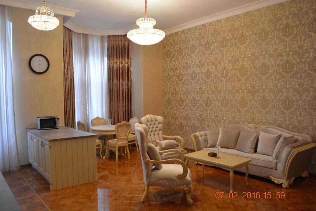 Uma área de estar em Apartment Abdulkerim Ali-Zadeh 6