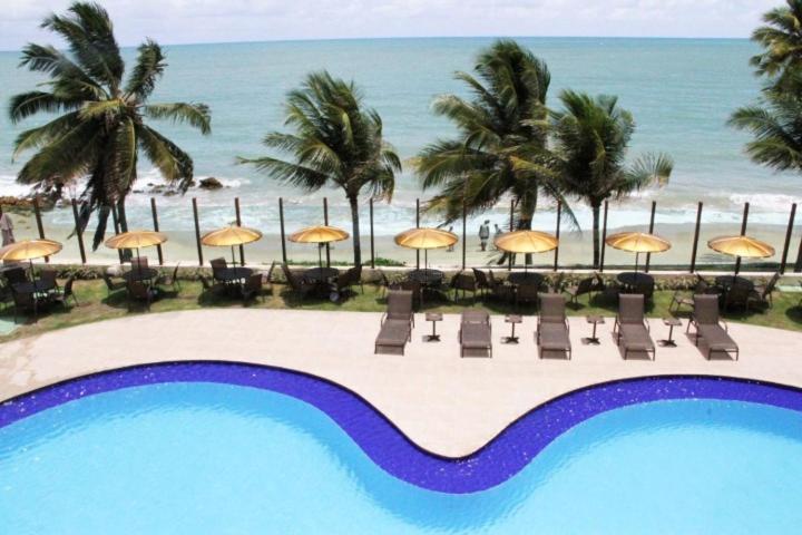 Uma vista da piscina em Flat mobiliado no Conde/PB 02 quartos ou nos arredores