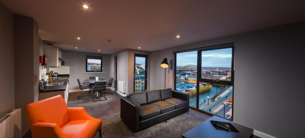 A seating area at Dream Apartments Quayside