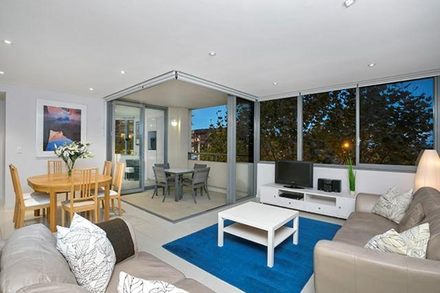 A seating area at Two Bedroom Apartment Spofforth Street(SPF10)