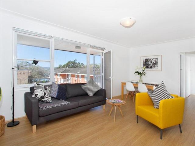 A seating area at Two Bedroom Apartment Botanic Road(BOT01)