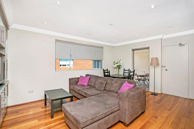 A seating area at Two Bedroom Apartment Abbott Street(COOGY)
