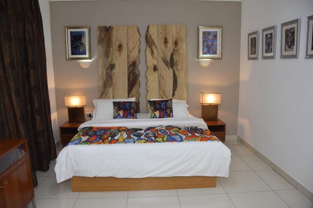 A bed or beds in a room at Ozidu House