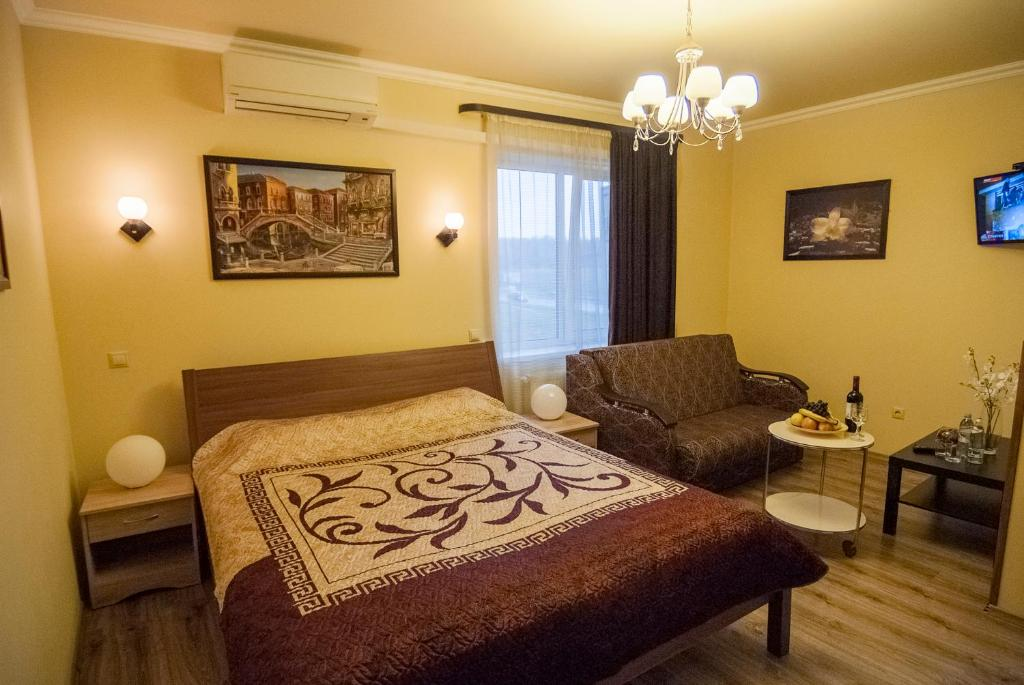 A bed or beds in a room at Noy Hotel Domodedovo