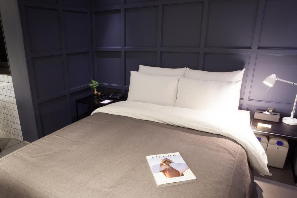 A bed or beds in a room at Hotel Gaden
