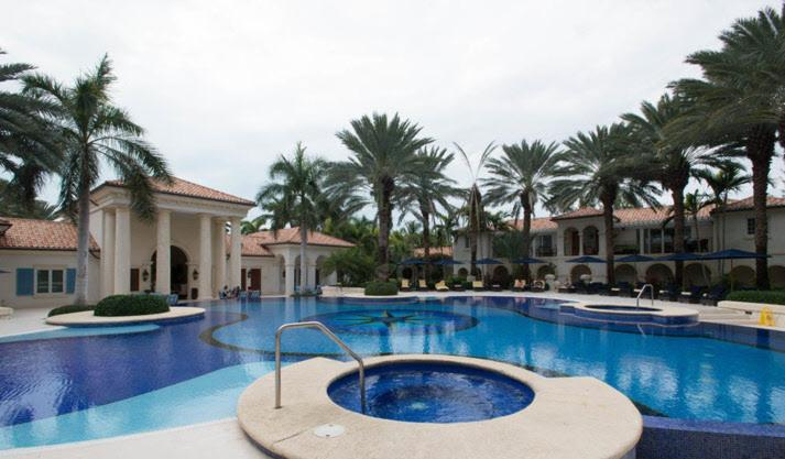 The swimming pool at or close to Bianca Sands on Grace Bay
