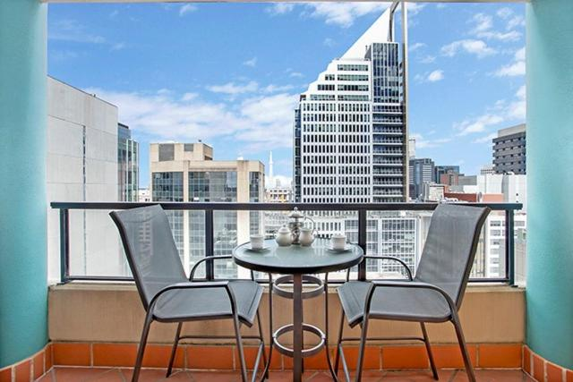 A balcony or terrace at One Bedroom Apartment Hosking Place - HOSK4