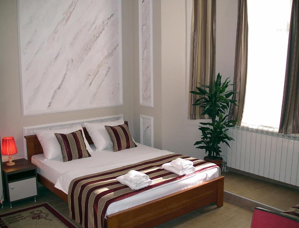 A bed or beds in a room at Apartments Skadarlija