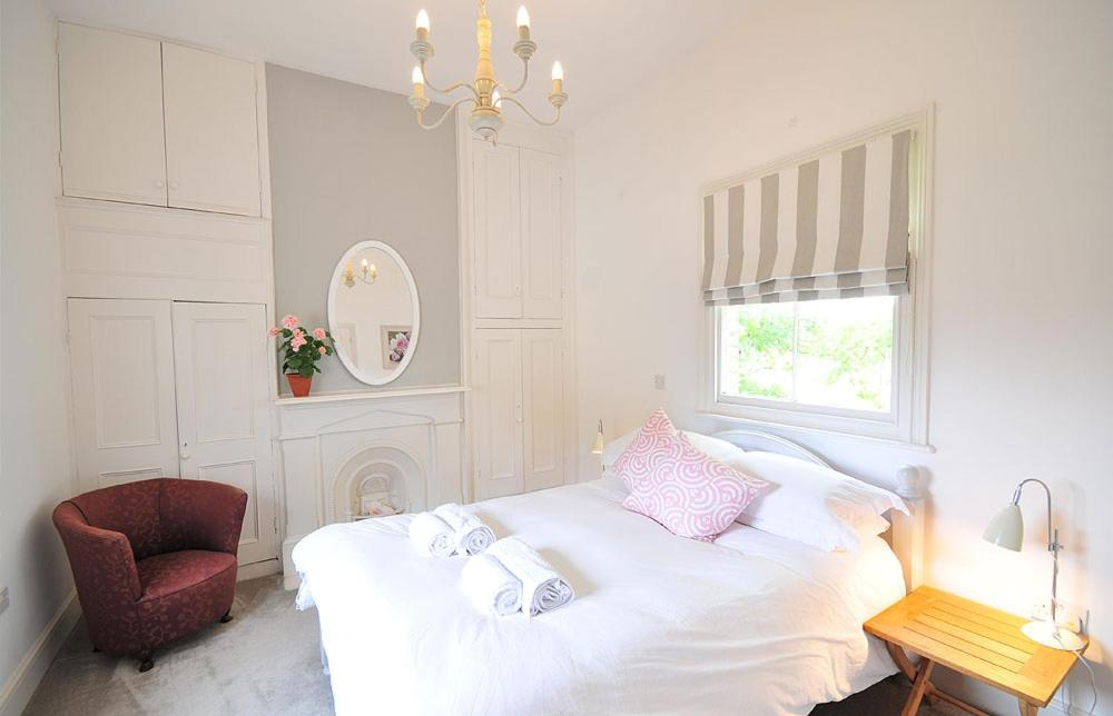 A bed or beds in a room at Poplars Farm
