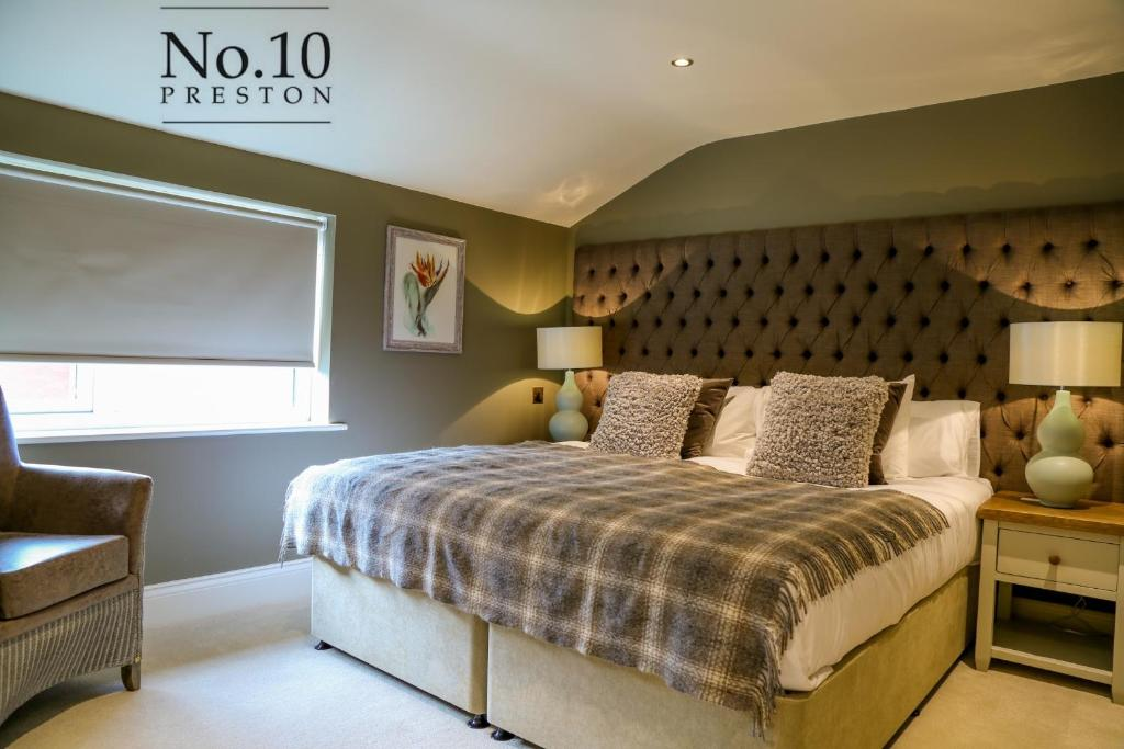A bed or beds in a room at No.10 Preston