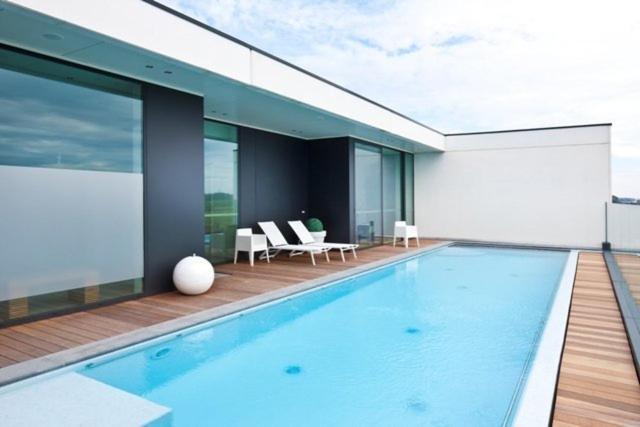 Het zwembad bij of vlak bij Blue Woods Hotel