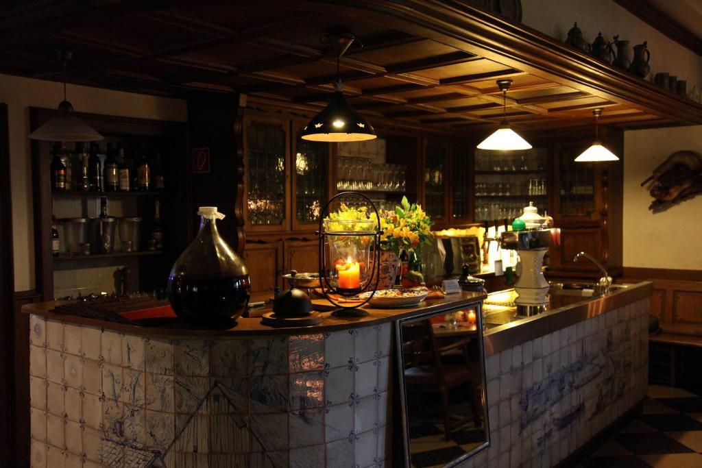 The lounge or bar area at Landhotel Zur Gronenburg