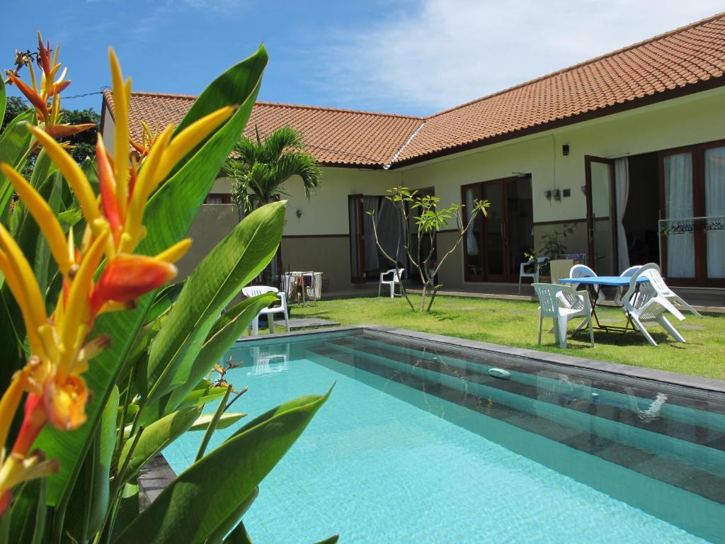 The swimming pool at or close to Fruits Villa