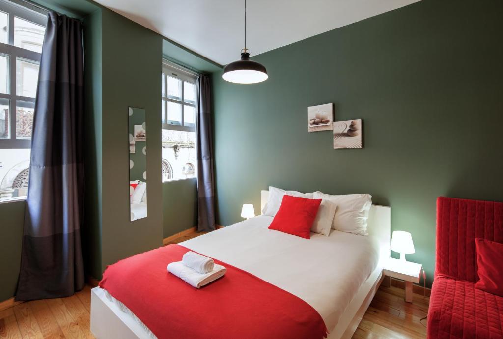 Een bed of bedden in een kamer bij Aparthotel Oporto Entreparedes