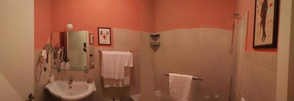 A bathroom at B&B Piazza Del Popolo