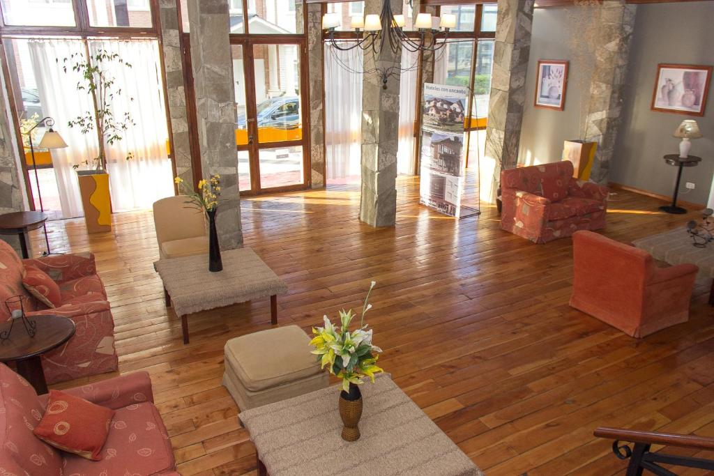 The lobby or reception area at Kalenshen Hotel Cerro Calafate
